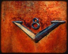 Desmond's V8  Old Rusty Car Emblem