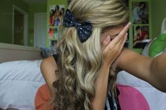 sparkly black bow. ♡