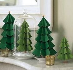 Árvores de Natal feitas de papel
