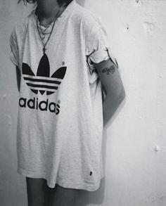 Adidas | Big White T-Shirt - Grunge Look