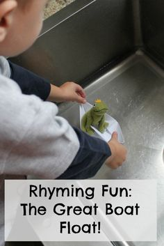 The Great Boat Float!  This rhyming activity for toddlers and preschoolers is so simple and so so much fun!
