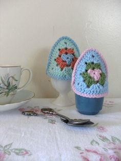 EASTER PATTERN Crochet Egg Cosy pattern PDF tutorial, egg in a cup covers perfect for Easter. Granny triangles.