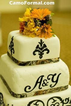 Mossy Oak Ribbon on Wedding Cake