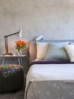 Conforto e praticidade. Veja: http://www.casadevalentina.com.br/projetos/detalhes/para-temporadas-na-cidade-621 #decor #decoracao #interior #design #casa #home #house #idea #ideia #detalhes #details #style #estilo #casadevalentina #bedroom #quarto