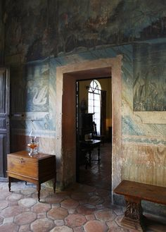 Beauty with Age. Trompe l'oeil. Terracotta floors.