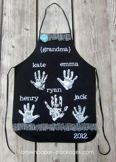 Handprint Aprons How-To ~ sweet Mother's Day gift idea for grandma
