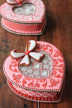 More new 3-D cookie heart box designs. From Julia M Usher's recent cookie decorating tour in Europe.