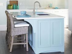 A magnetic cooktop, an auto-stream sink, and a microwave that cooks like an oven--all in the 2013 #HGTV #SmartHome #hgtvmagazine http://www.hgtv.com/smart-home/look-inside-hgtvrsquos-2013-smart-home/pictures/page-5.html?soc=pinterest