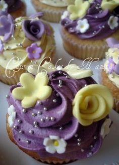 Super cute purple/yellow cupcakes!