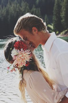 kiss, flower crowns, engagement photos, hair pieces, bohemian couple, bohemian weddings, wedding photos, floral crowns, bride groom