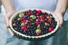 Wild berry, almond and oat tart by Green Kitchen Stories. #kikkiK