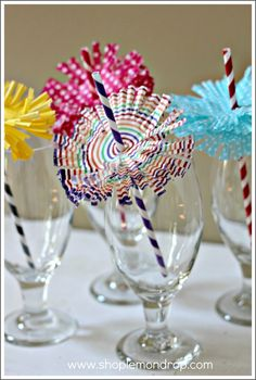 Cupcake Liner Straw Frills (4 cupcake liners per straw!) adorable!!!!! And can use different colors for the different holidays and occasions!!