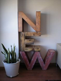 I wish I could do this. Letters from construction pallets