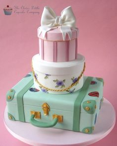 Vintage Luggage Wedding Cake  I think it would make a perfect going away cake.