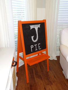 [the good life blog]: I heart IKEA: crazy cheap chalkboard easel makeover!