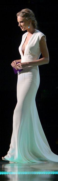 taylor swift elegant, ralph lauren gown, fashion styles, ralph lauren fashion, ralph lauren white dress, the dress, ralph lauren dresses, taylor swift white dress, white gowns