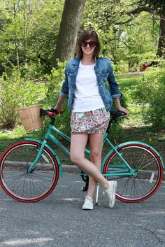 turquois bike, personal style, outfit, canva convers, favorit person, person style, style blog, canvases