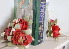 Floral Bookends made with the #Cricut machine and the Giant Flowers cartridge. Simply beautiful!