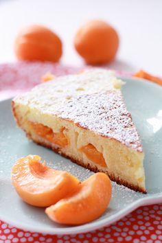 Gâteau à la poêle : lait ribot, abricots, poudre d'amandes et fleur d'oranger