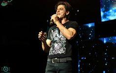 SRK on stage at SLAM TOUR.