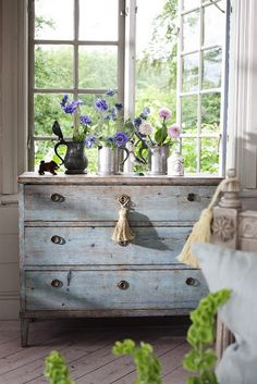 Rustic and welcome in blue (via Roses and Rust/Providence Ltd)