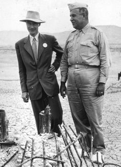 American physicist Robert Oppenheimer (1904–1967) was director of the Manhattan Project, which developed the atomic bomb in the early 1940s. He is pictured here with Major General Leslie Groves (1896–1970), the project's military director.