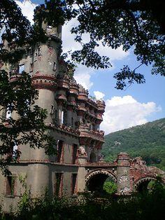 Bannermans Castle Ruins - Proppel Island, Hudson River, New York