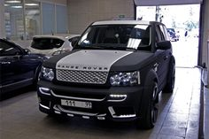 Range Rover Sport black and white color
