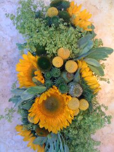 #Wedding #Floral #Flowers #Arrangement #Centerpiece #Yellow #Green #Sunflower #Pod