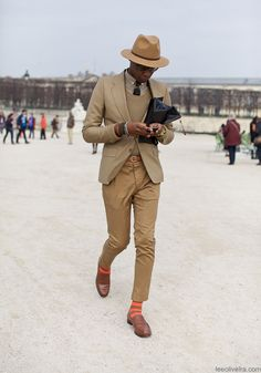 Usually the hat complements the coat, but here is virtually the same colour as the trousers. Good choice. It encourages one to focus on these trousers, and thence on those playful socks.