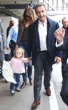 Carla Bruni, arropada por su familia en su gira más internacional