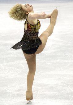 How does Rachel Flatt make her hair do that?