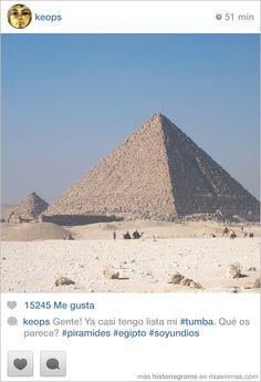 keops. Gente! Ya casi tengo lista mi #tumba. Qué os parece? #piramides #egipto #soyundios