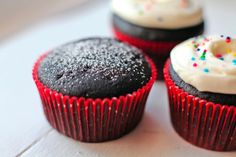 #KatieSheaDesign ♡❤ ❥▶ Dark Chocolate Red Wine Cupcakes