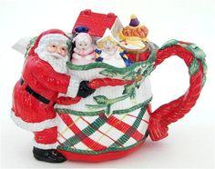 Santa w/presents Teapot