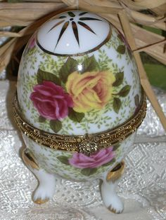 Baum Bros Roses Porcelain Egg Three Footed Hinged Gold Trim Trinket/Pill Box New