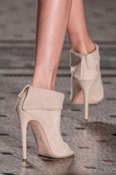 WOW !!!   Julien Macdonald Fall 2014// #shoes #prefall #beautyinthebag