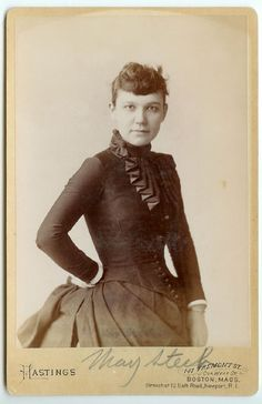 Her pose is eye-catching and elegant. #Victorian #vintage #women #portraits