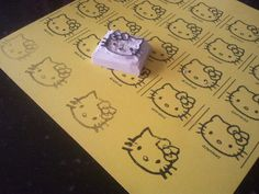 Atelier Mama Bee: Hello Kitty stamp for coloring rolfondant and cupcakes