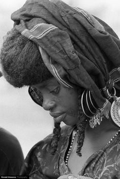 Africa | Portrait of a Wodaabe woman during the Gerewol. Tchirozérine, Agadez, Niger | © Ronald Vriesema
