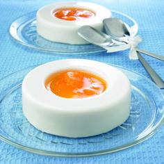 Gelatinas de yogur natural con salsa de mandarina