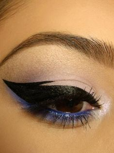 Thick, winged black eye liner and blue under eye liner.