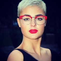 short hair, red glass, eye
