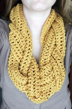 Braided Crocheted Scarf | Rookie Crafter  Hook size in the comments after the instructions. Gonna. Do it.