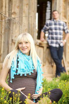 Great Maternity Posing Ideas by Hayley Bradshaw! #photography via iHeartFaces.com