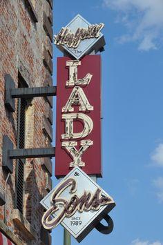 Paula Deen's restaurant in Savannah, GA. Great laughs here girls @Nancy Stearns, Emily Morton