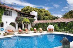 Elsewhere, a luxurious 8-bedroom villa in #Barbados:  #luxuryvilla #villarentals
