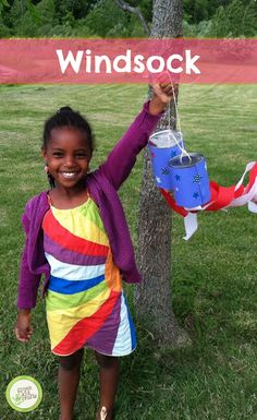 Hang up these colorful windsocks outside for everyone to admire! http://www.greenkidcrafts.com/patriotic-windsocks/