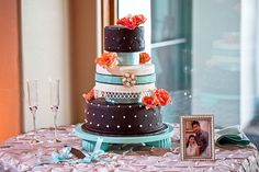 ► Pastel de boda con un estilo viejo. #pasteles #boda