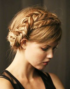 Beautiful halo braid! I must learn how to do this! Rebecca Minkoff Spring 2014